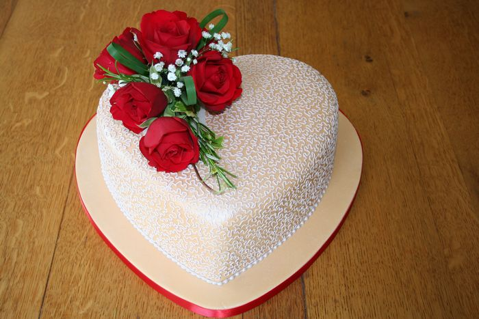 gallery/Anniversary/Heart shaped wedding anniversary cake